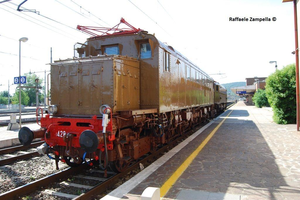 E428_014-Orte-2011-05-21-ZampellaR3r